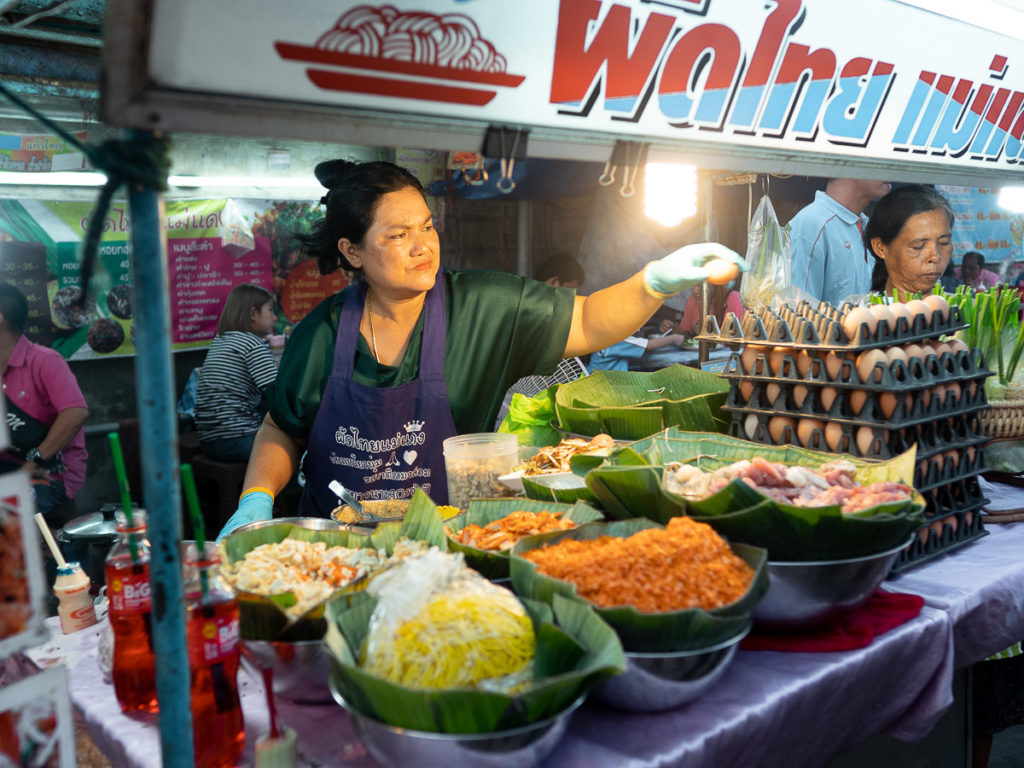Essenstand am Nachtmarkt in Chumphon
